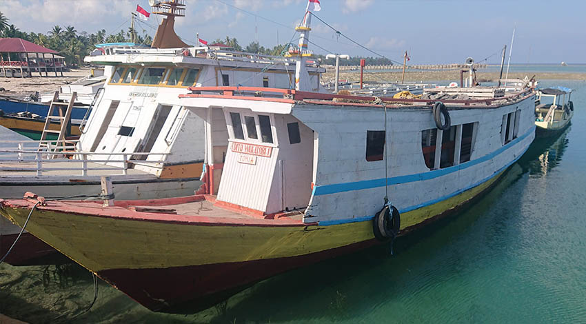 Wodden ferry boat to go to Tomia inside Wakatobi national park